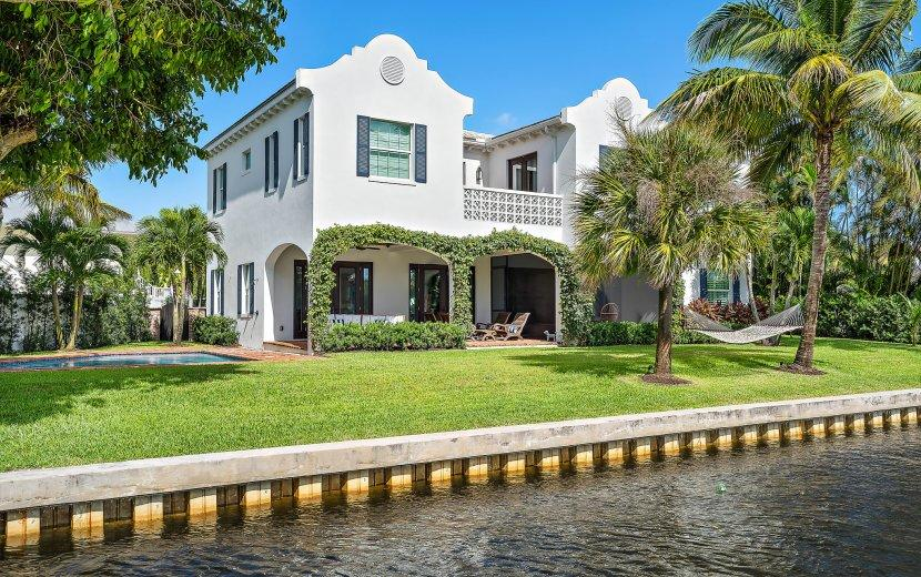 9217 SE Cove Point Street, Tequesta, Florida