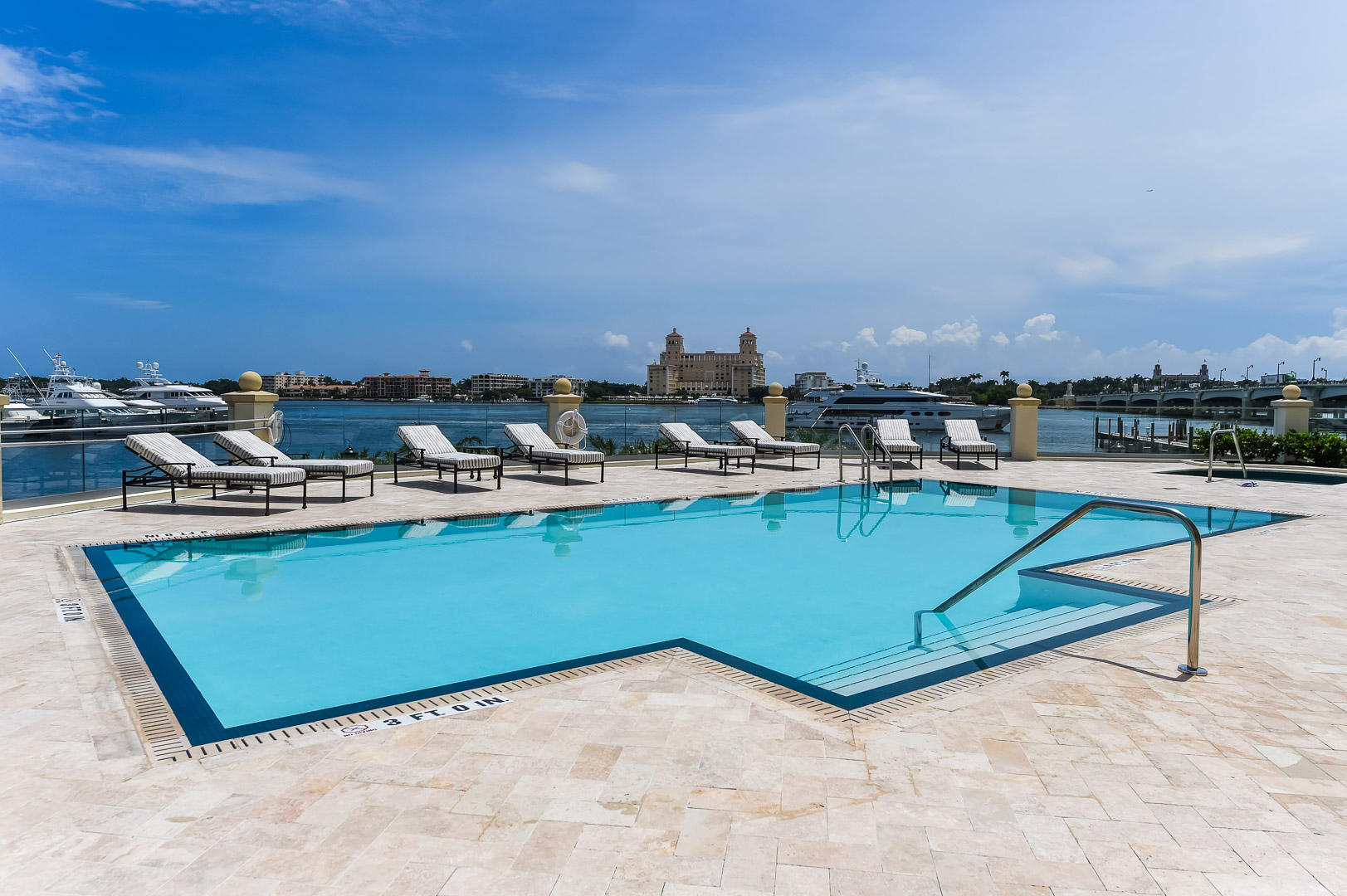 622 N Flagler Drive 701, West Palm Beach FL 33401 is listed for sale as MLS Listing RX-10574429 photo #18