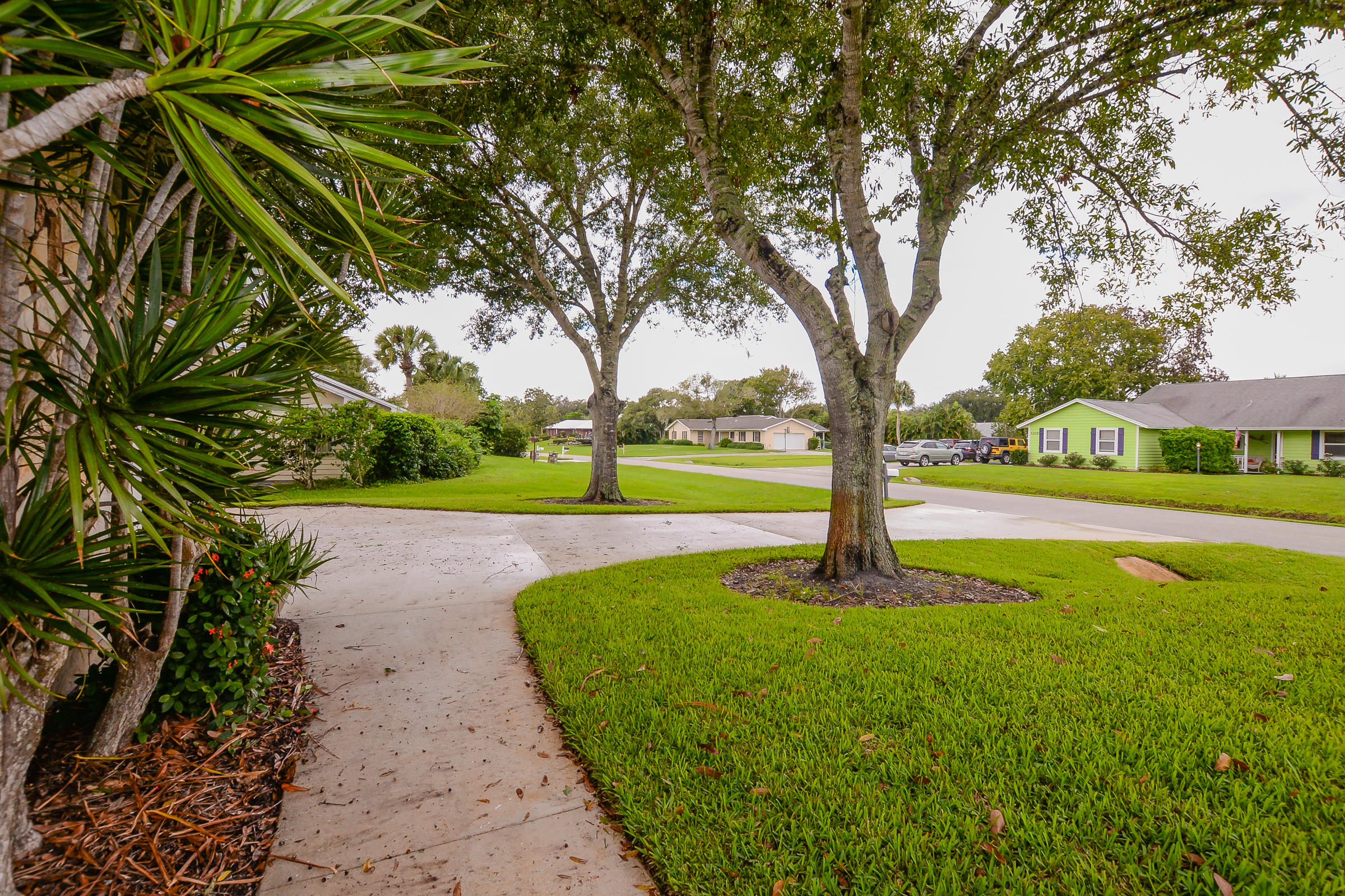 DRIFTWOOD MANOR-SECTION TWO- LOT13 (0.50 AC) (OR 1836-528)