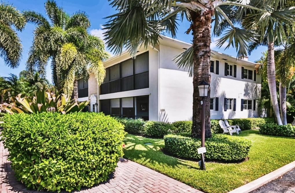 Home for sale in Parkview Manor Delray Beach Florida