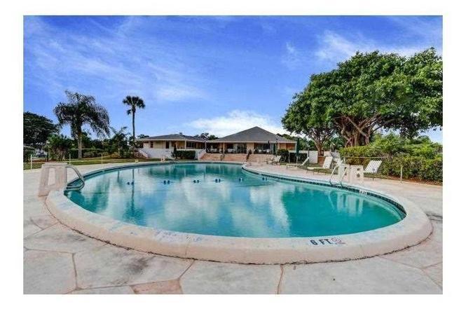 68 East Court Royal Palm Beach, FL 33411