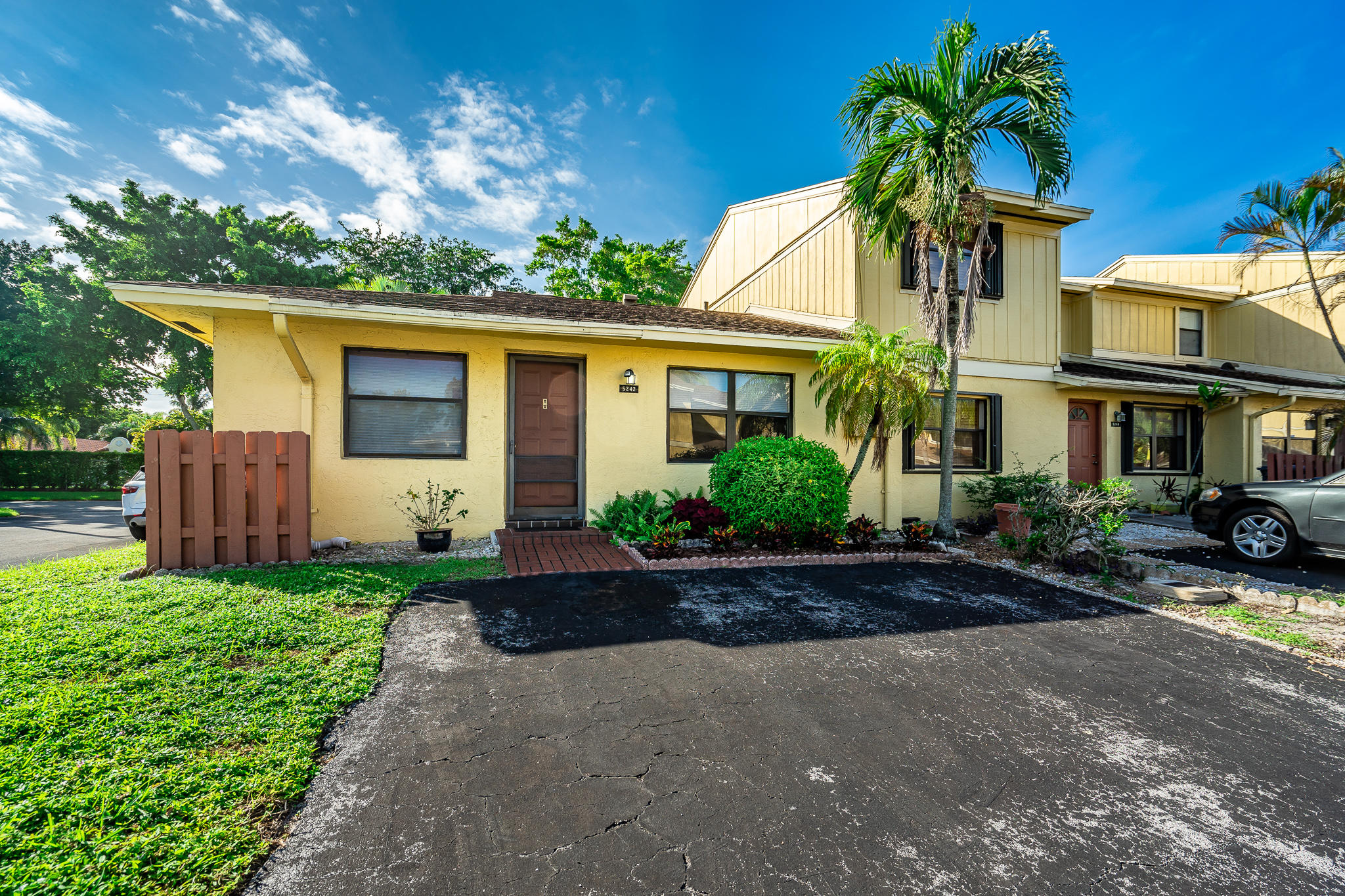 5242 Tennis Lane  Delray Beach, FL 33484