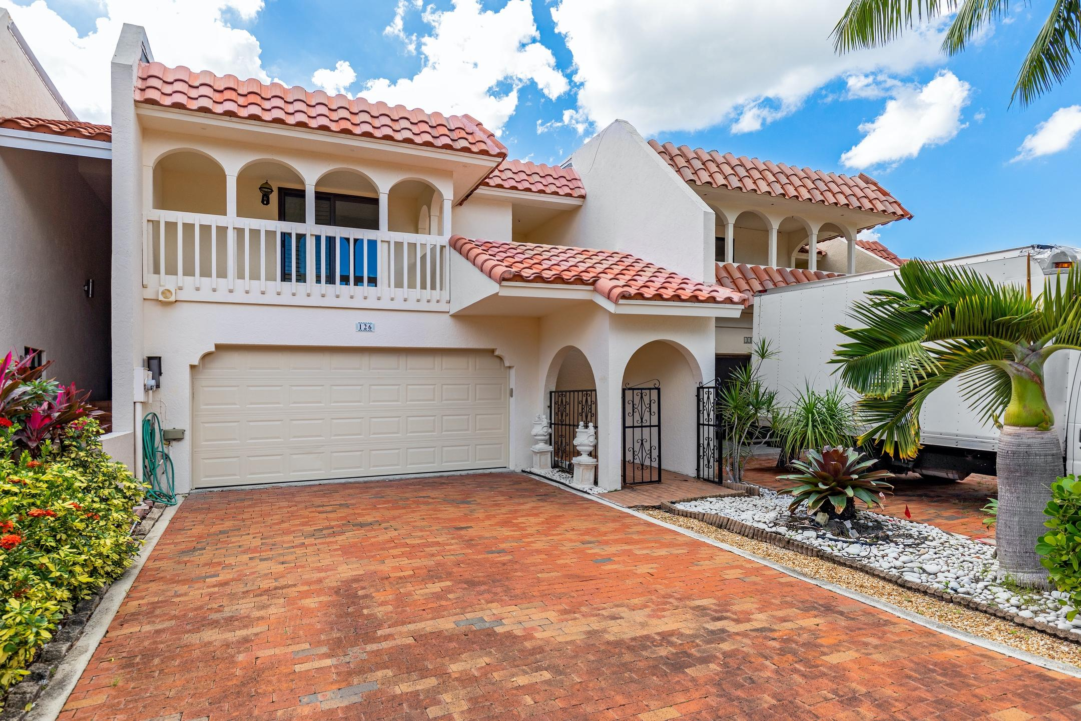 126 Harbor Circle Delray Beach, FL 33483 photo 2