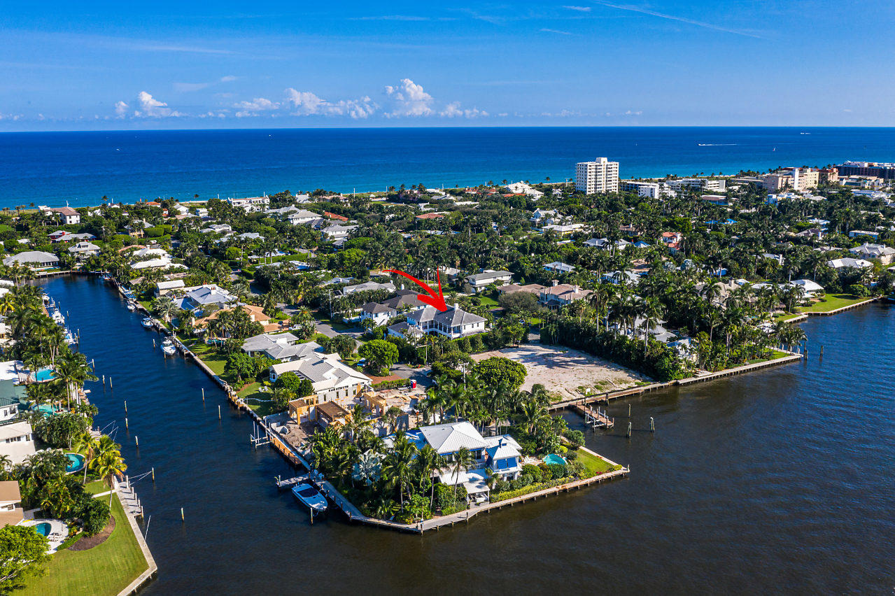 1041  Seaspray Avenue , Delray Beach FL 33483 is listed for sale as MLS Listing RX-10580751 photo #2