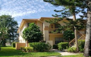 PALM GREENS AT VILLA DEL RAY CONDO II home 13799 Date Palm Court Delray Beach FL 33484