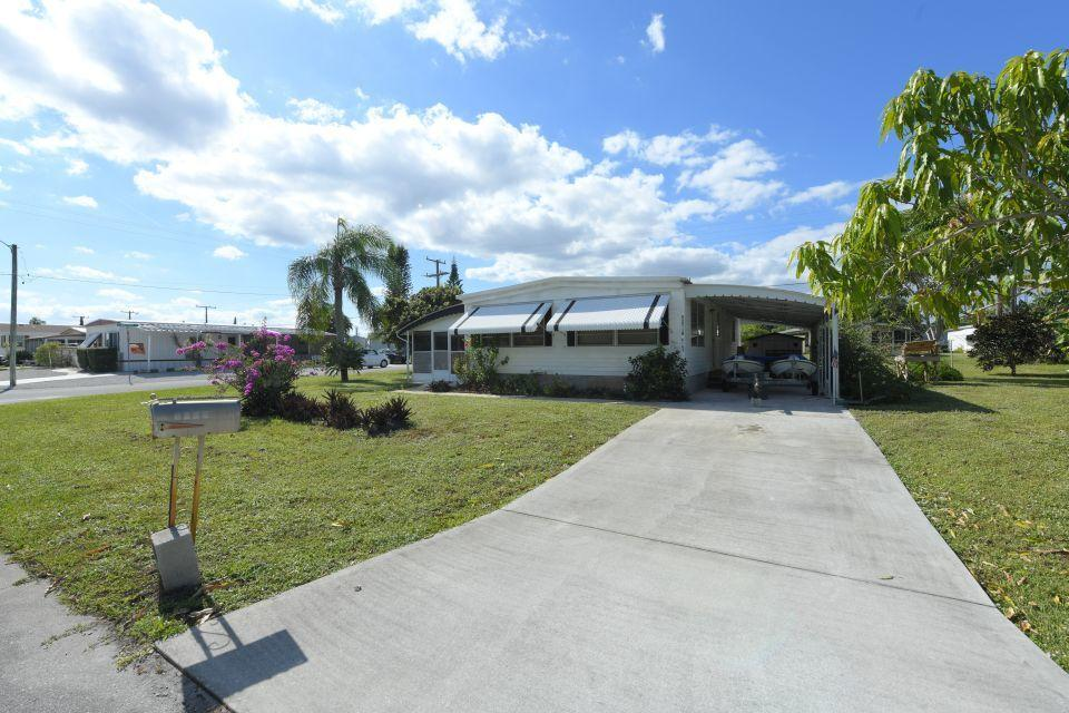 8162 SE Skylark Avenue Hobe Sound, FL 33455 photo 1
