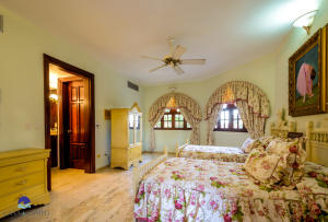 10  Barranca Este  ,  FL 22000 is listed for sale as MLS Listing RX-10580753 photo #20