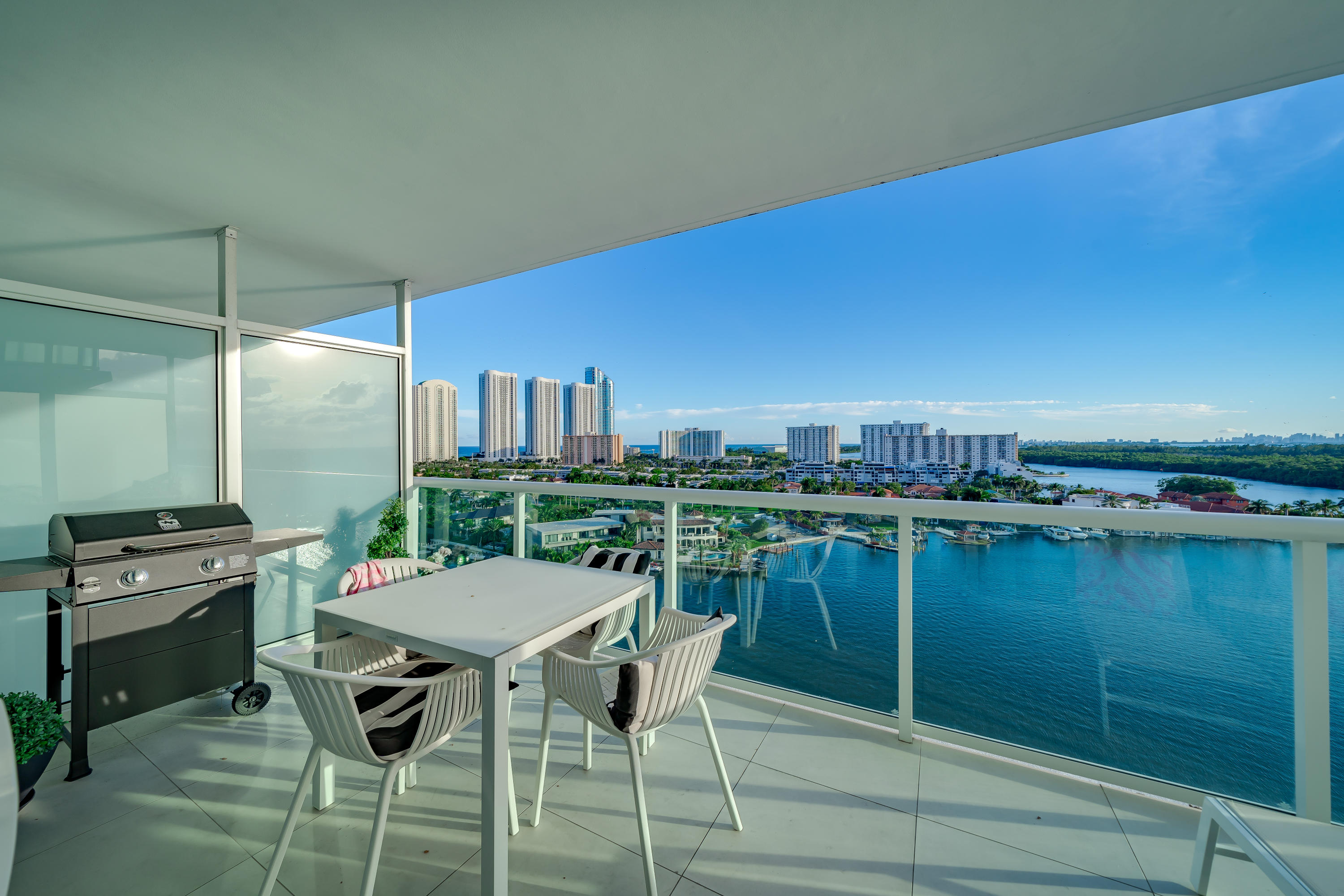 400 Sunny Isles Boulevard, Sunny Isles Beach, Florida 33160, 3 Bedrooms Bedrooms, ,2 BathroomsBathrooms,Residential,For Sale,Sunny Isles,RX-10580904