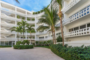 300 S Ocean Boulevard 2d, Palm Beach FL 33480 is listed for sale as MLS Listing RX-10581358 photo #3