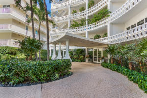 300 S Ocean Boulevard 2d, Palm Beach FL 33480 is listed for sale as MLS Listing RX-10581358 photo #4
