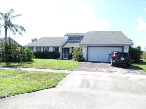 Beautiful Water view home 3 bedroom 2 bath, big pool. A large formal living and dining area. NO HOA! close to all equestrian events, fine dining and shopping! Dont miss out on this excellent buying opportunity! Sold as is