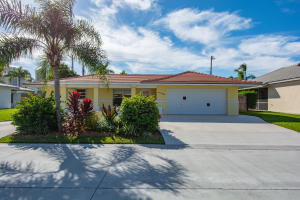 1221  Singer Drive  For Sale 10582007, FL