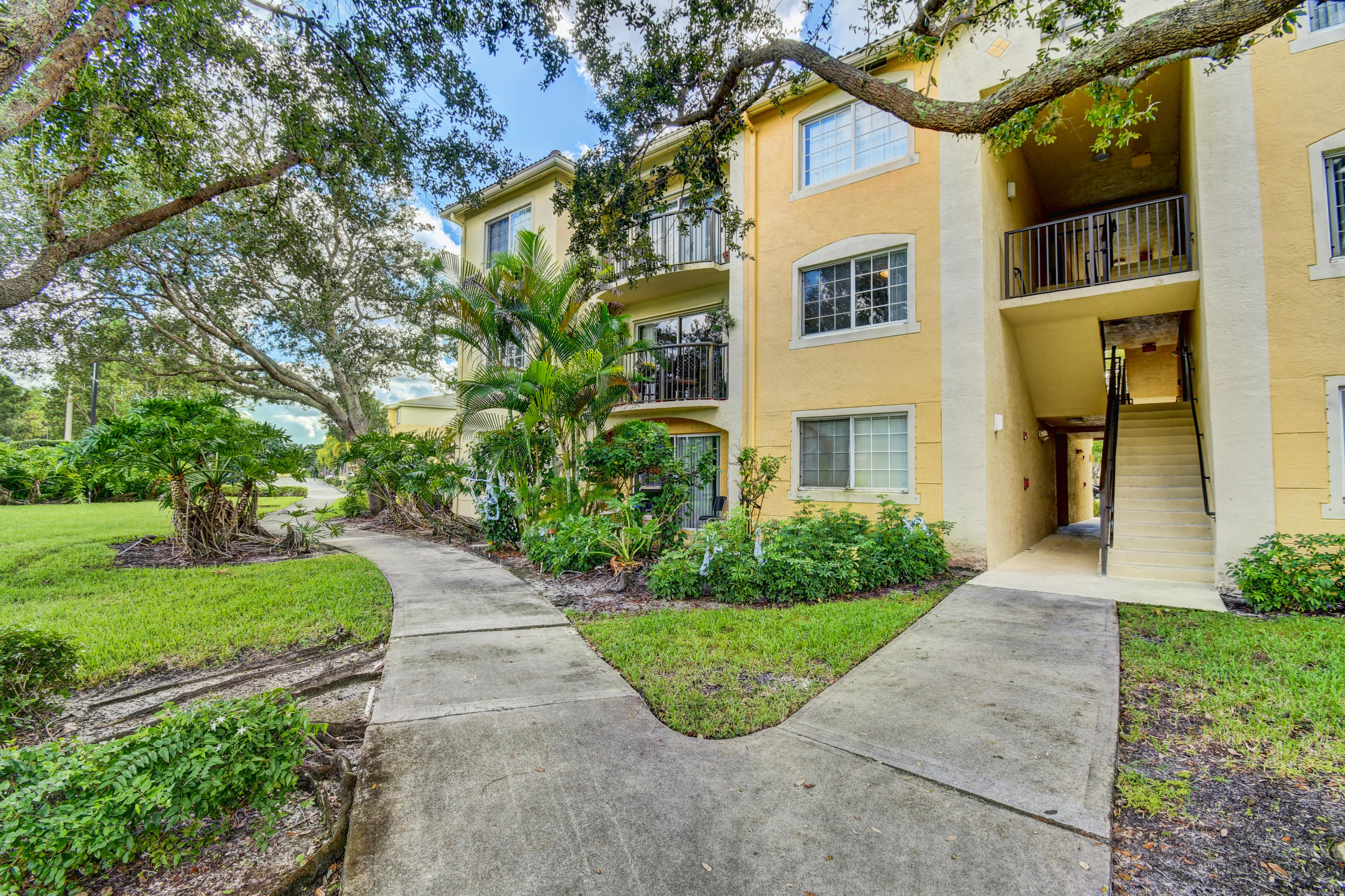 400 N Crestwood Court 415 Royal Palm Beach, FL 33411 photo 2