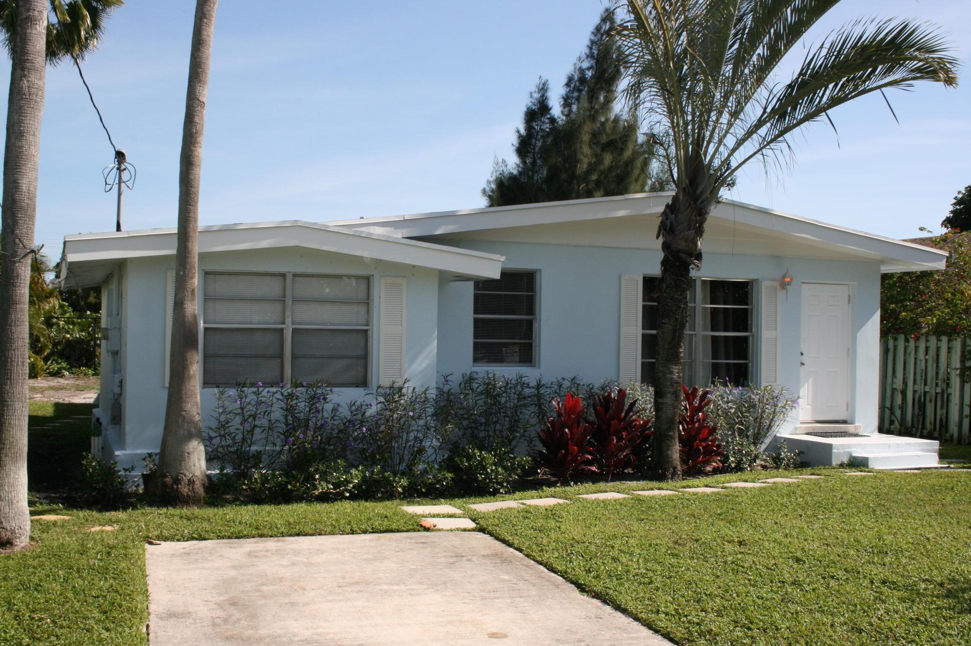 621 NE 3rd Avenue  Delray Beach, FL 33444