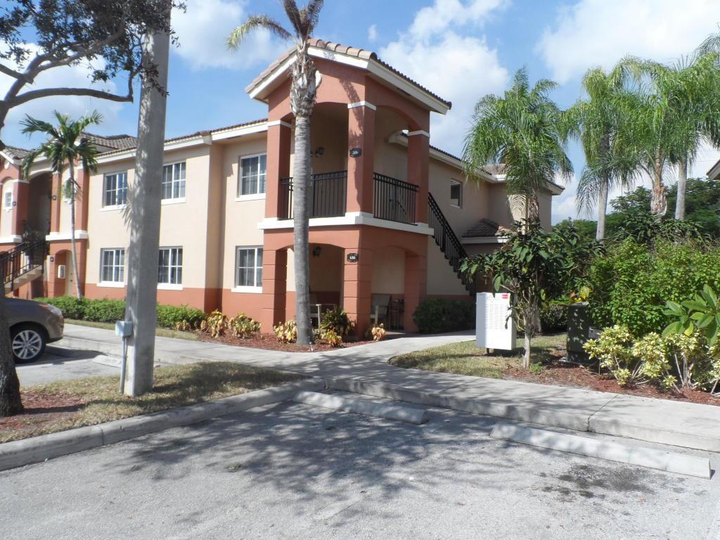 3516 Briar Boulevard 206  West Palm Beach, FL 33411