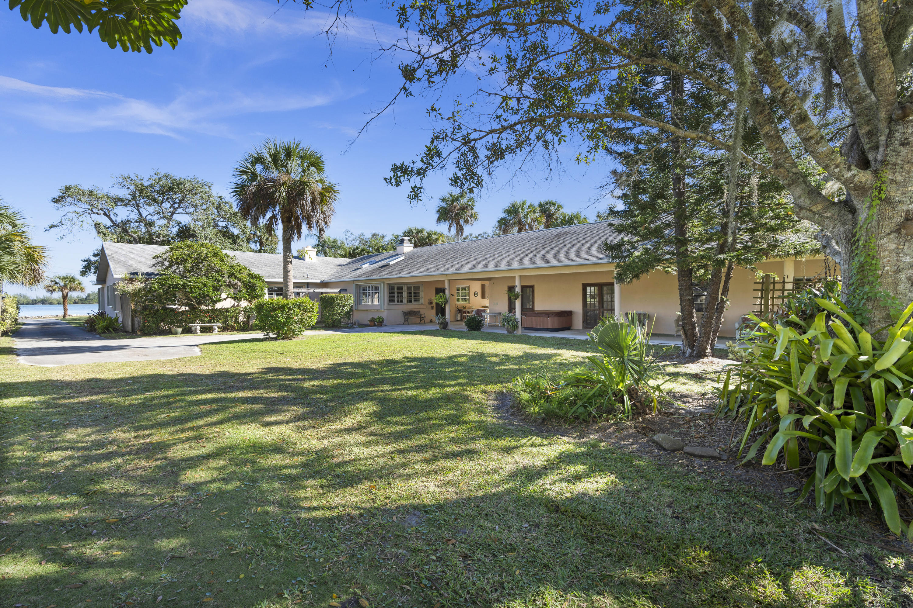ST. LUCIE VILLAGE FORT PIERCE REAL ESTATE