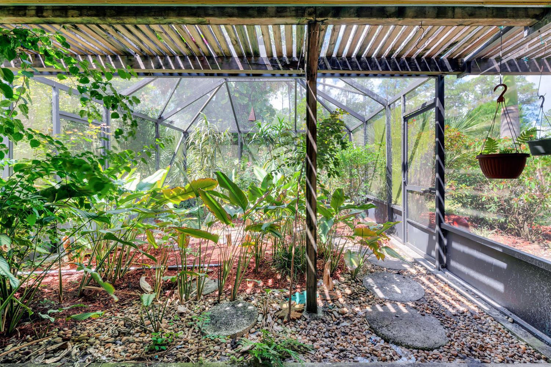 Screened Patio/Garden
