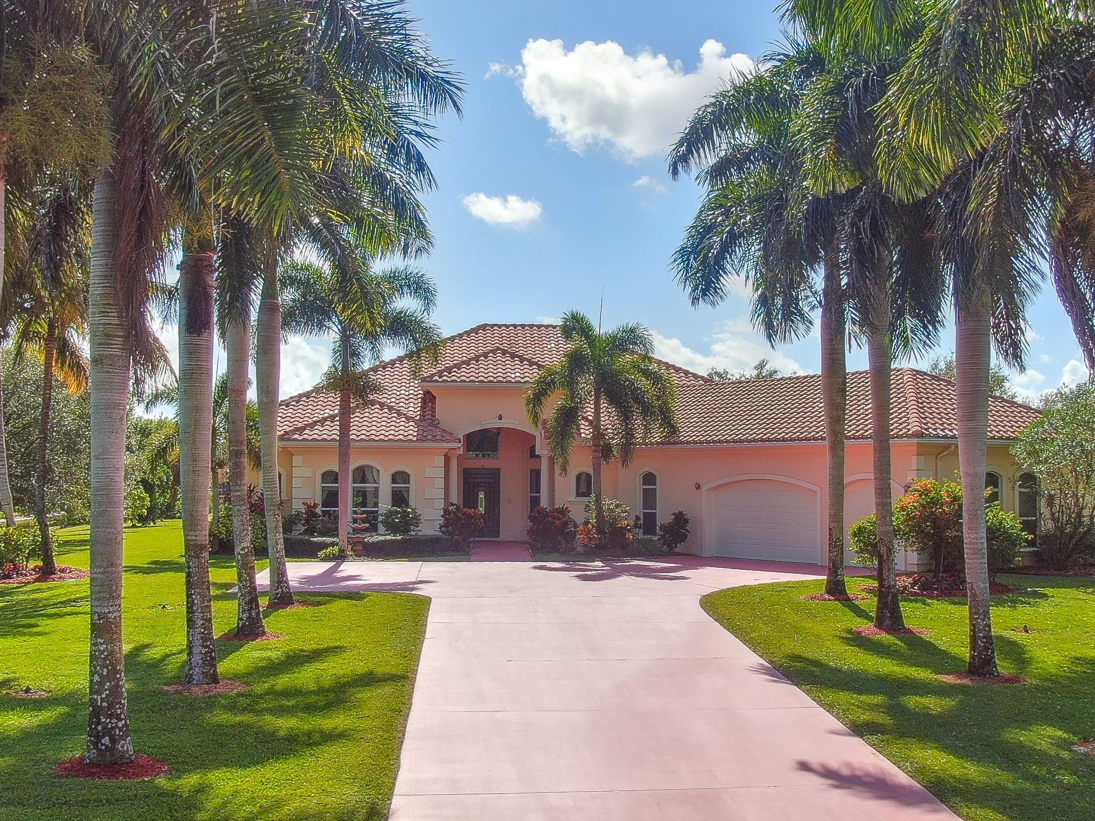 8712 S Kendale Circle Lake Worth, FL 33467