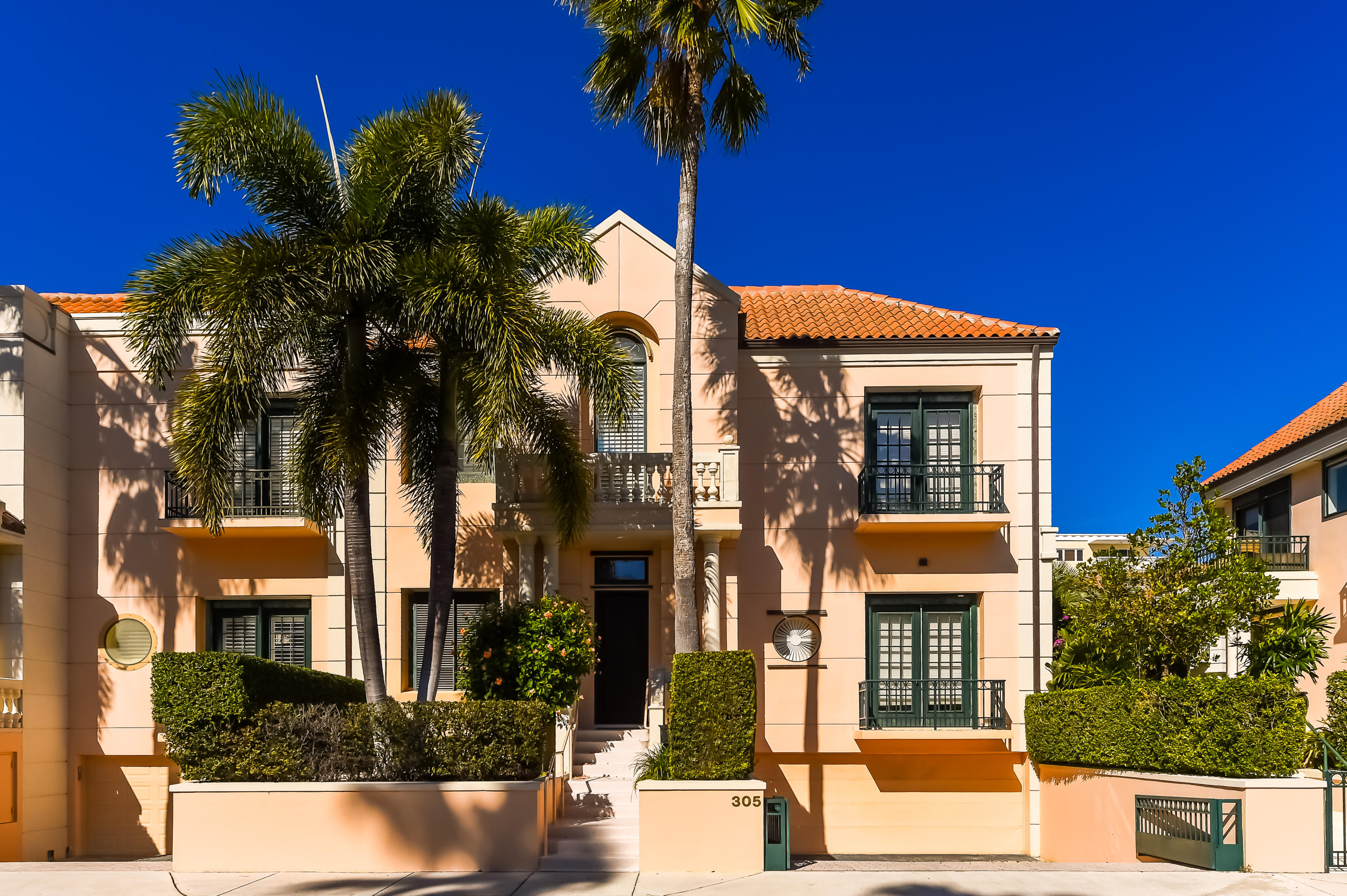 Spacious (4,821 total sf) 3 BR + den and 3.5 bathrooms with very high ceilings, an open, airy floorp