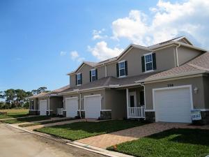 702 NE Waters Edge Lane  For Sale 10577553, FL