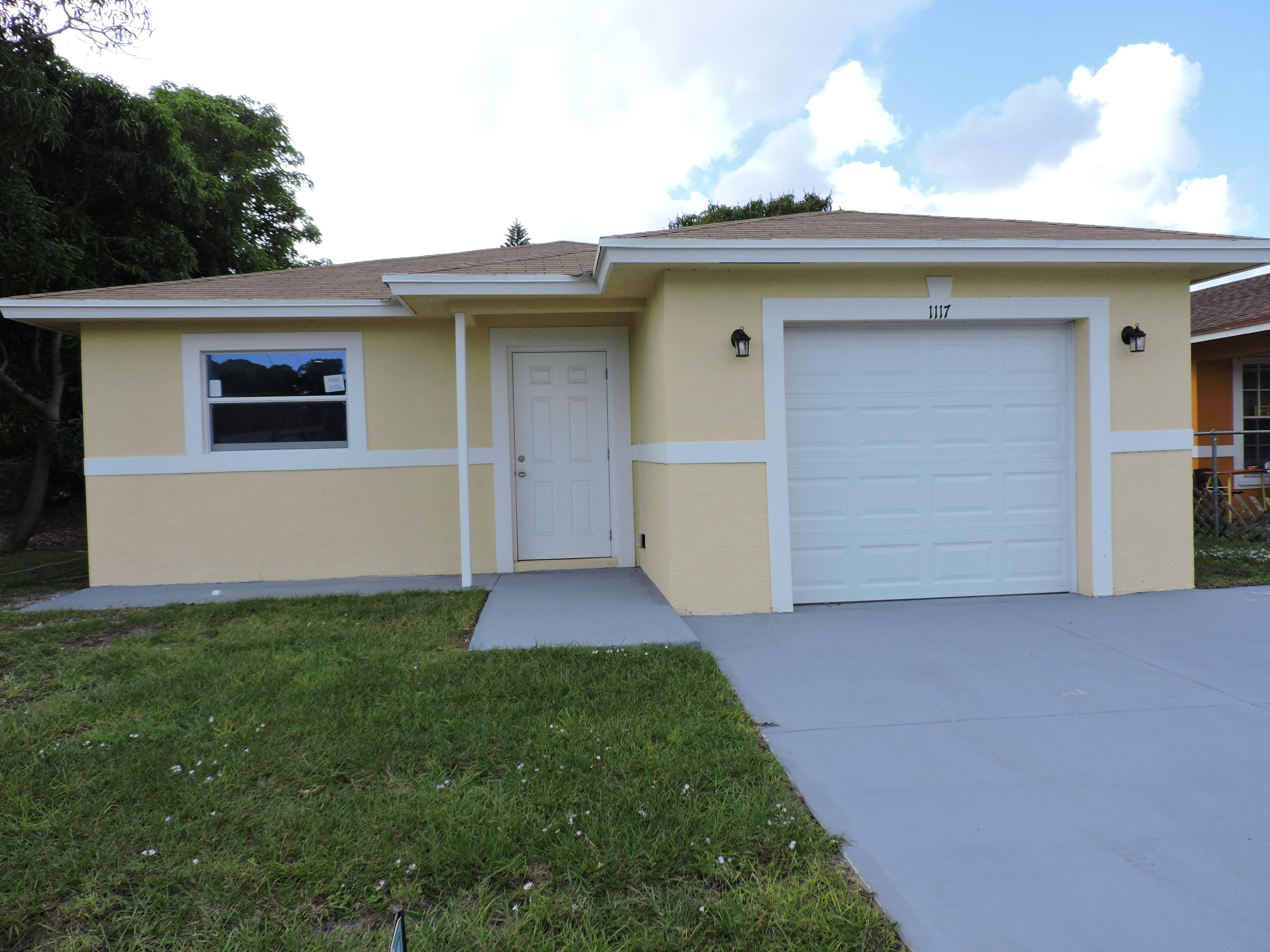 Home for sale in lake ave add to wpb West Palm Beach Florida