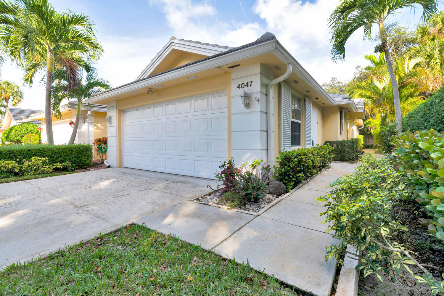 Home for sale in garden oaks south Palm Beach Gardens Florida