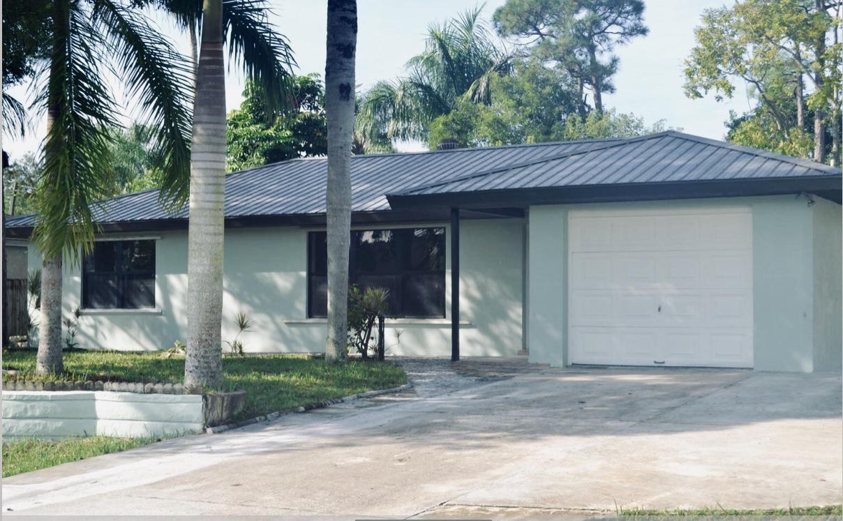 1672 SW Schleicher Lane Port Saint Lucie, FL 34984