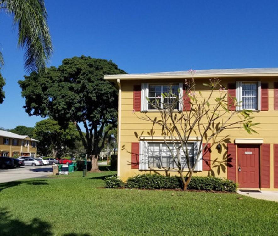Home for sale in Arrowhead Golf & Davie Florida