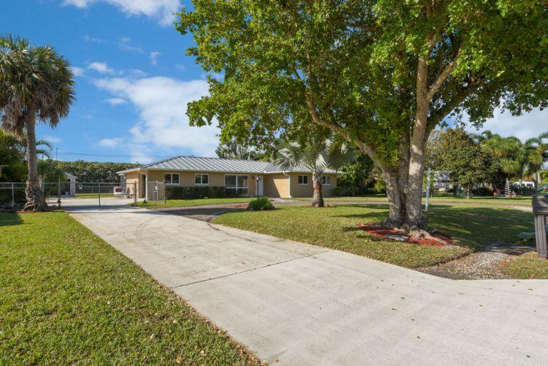 314 Akron Road Lake Worth, FL 33467 photo 3