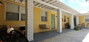 527  48th Street 4 For Sale 10589778, FL