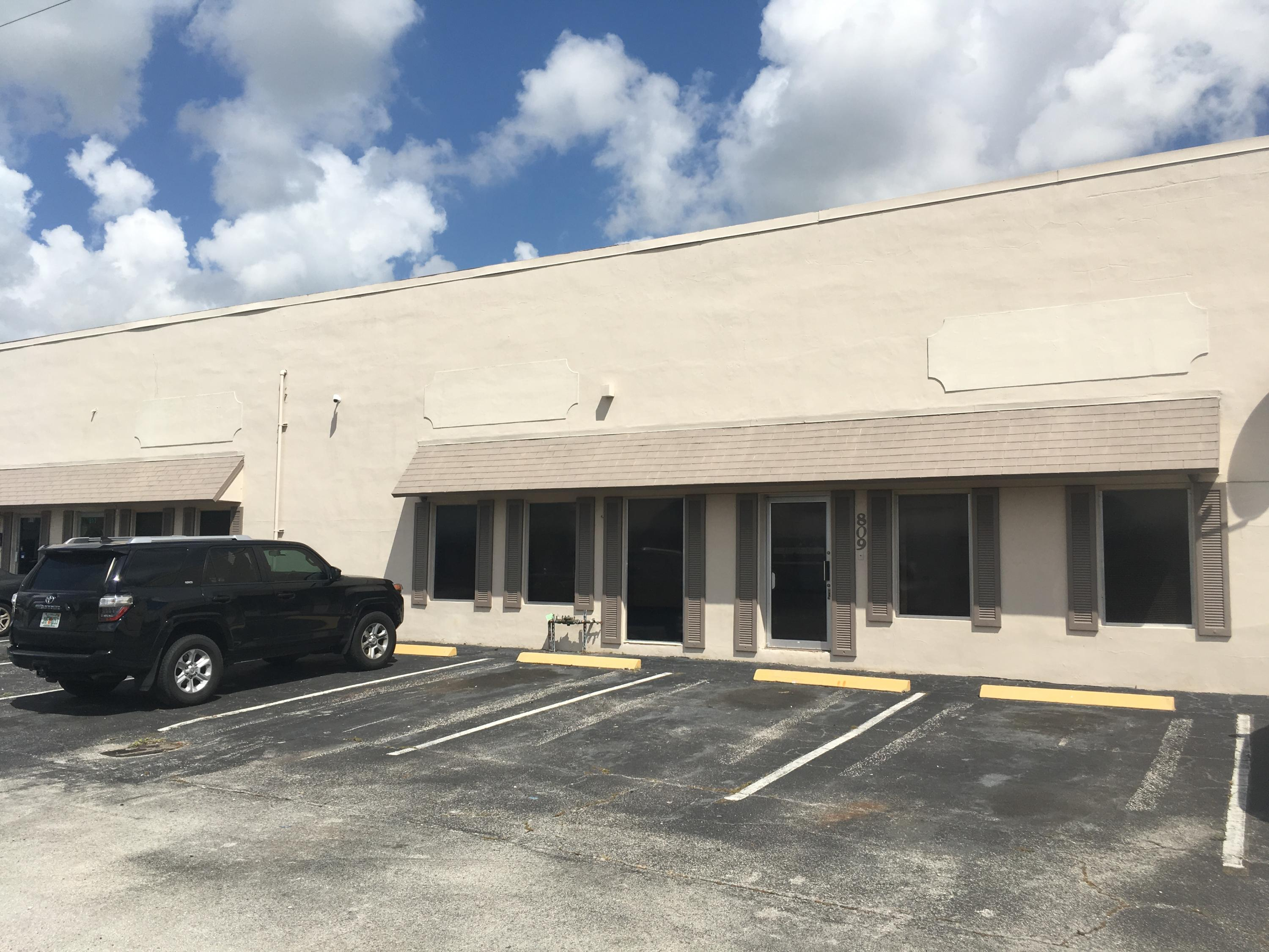 This 3,650 SF Office / Warehouse unit consists of 50% office space and 50% warehouse space. Please s