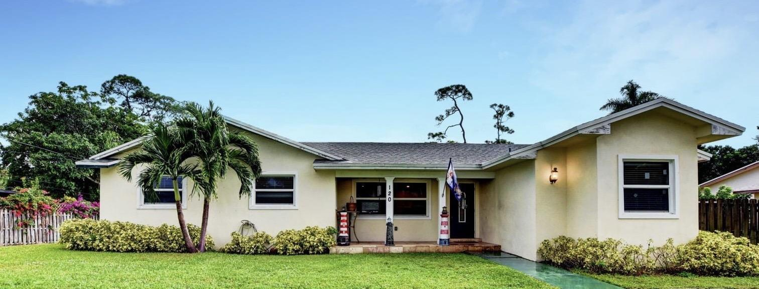 Home for sale in Florida Gardens 1 Lake Worth Florida