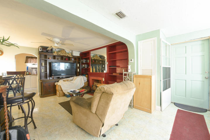 36 W 15th Street Riviera Beach, FL 33404 photo 3
