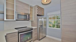 1050  Lake Shore Drive 202 For Sale 10590990, FL