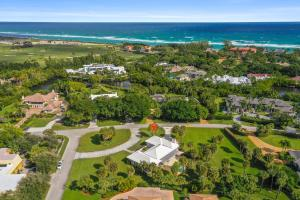 Opportunity Knocks! Beautiful oversized 1.05 acre corner lot located in the prestigious Gated community of Seminole Landing. 3 Bedroom, 3 Bath, 2 Car Garage Home with Pool, ready for New Owner to Make their own! Community offers Tennis courts and Private Beach Access in a most Desirable location.