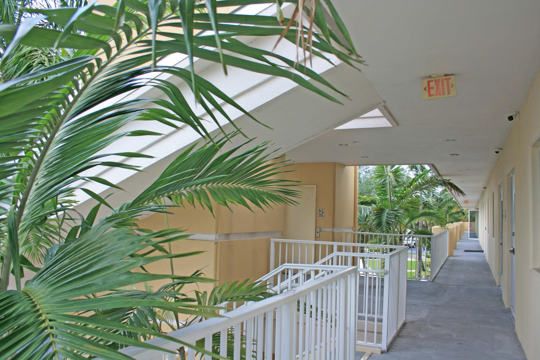 2761 Vista Parkway E11 West Palm Beach, FL 33411 photo 3