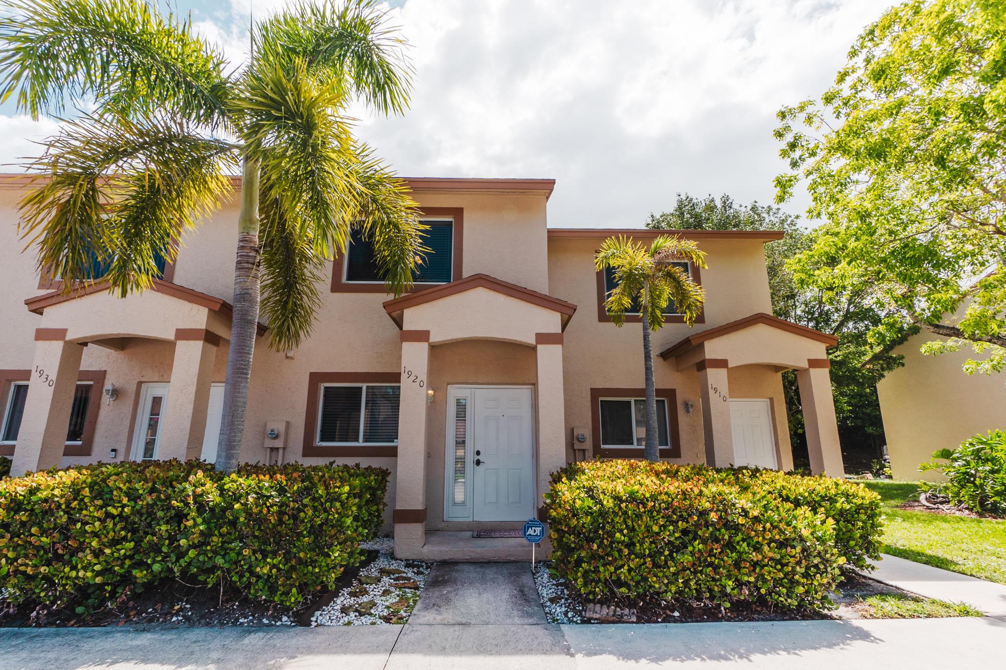 1920 Lakeview Drive Royal Palm Beach, FL 33411