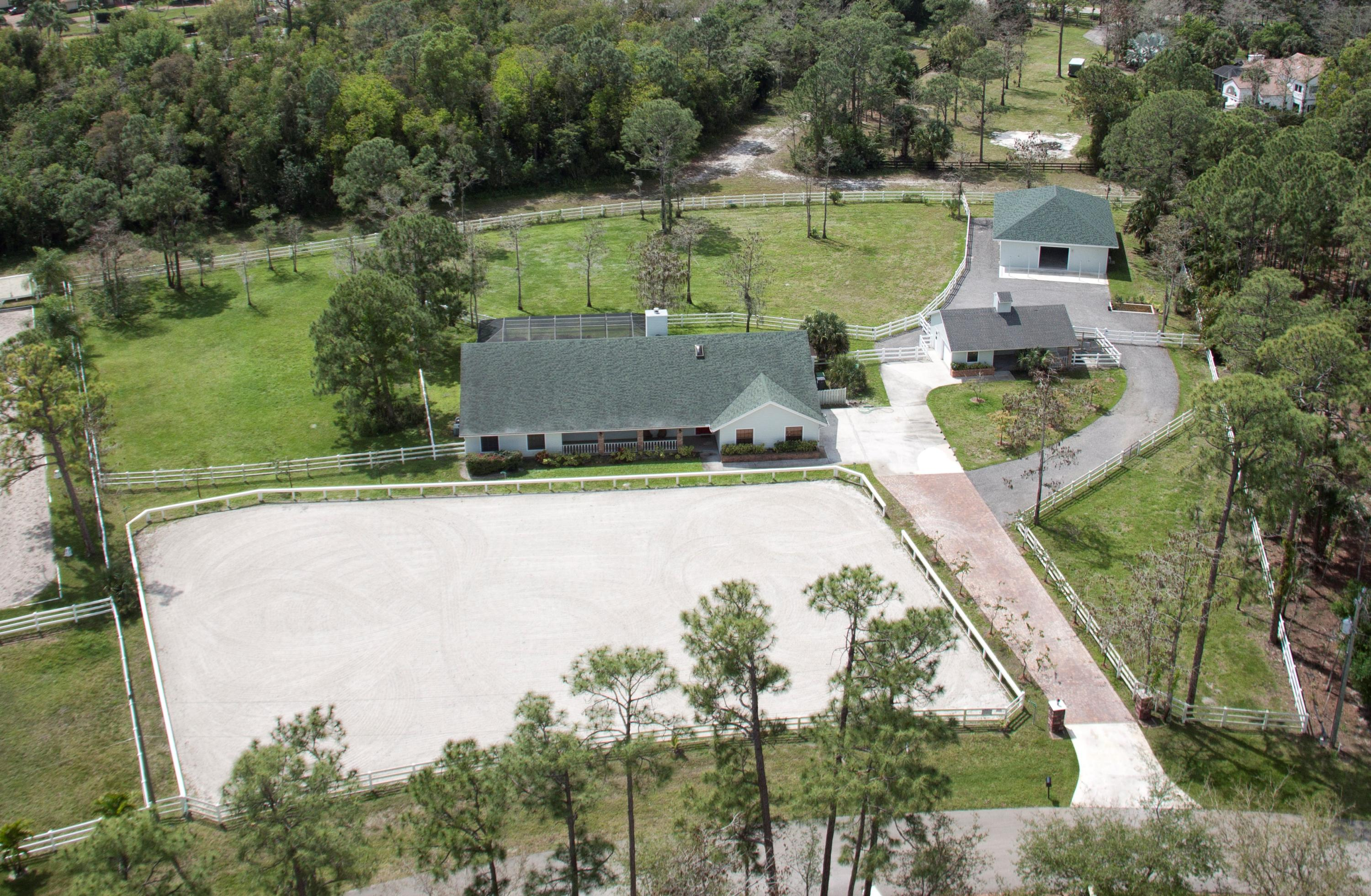 Large lot with private access to trails