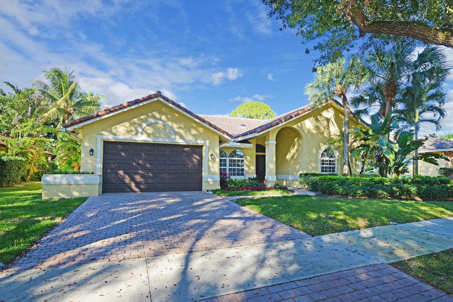 Home for sale in Lakewood Oaks/boca Tierra Boca Raton Florida