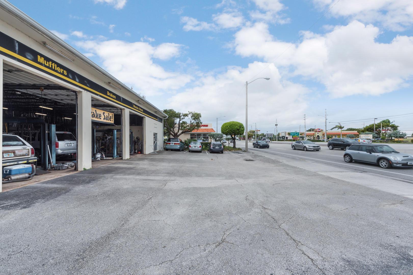 2536 Okeechobee Boulevard West Palm Beach, FL 33409 photo 2
