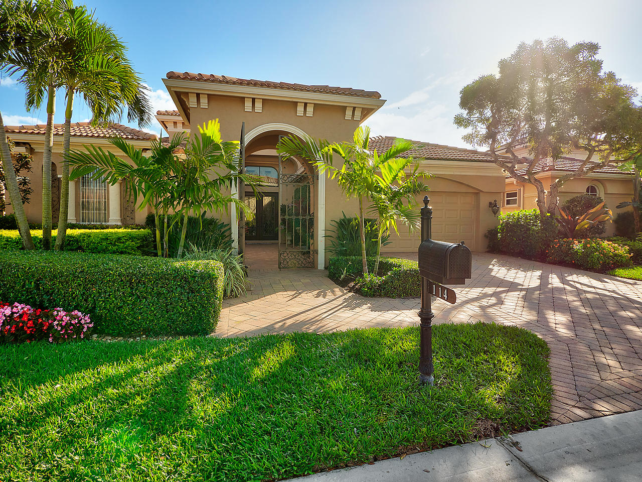 Home for sale in Sunesta Cove Palm Beach Gardens Florida