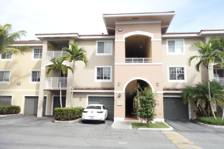 6510 Emerald Dunes Drive 206 West Palm Beach, FL 33411