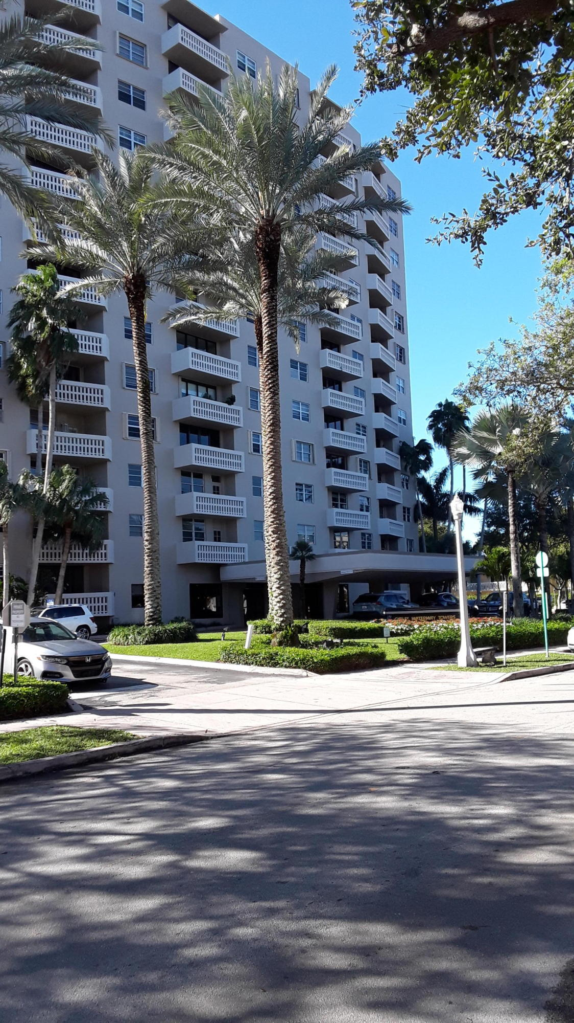 90 Edgewater Drive 1103  Coral Gables FL 33133