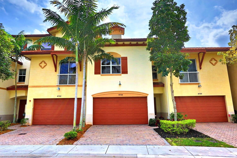 4726 S Prive S Circle 4726  Delray Beach, FL 33445