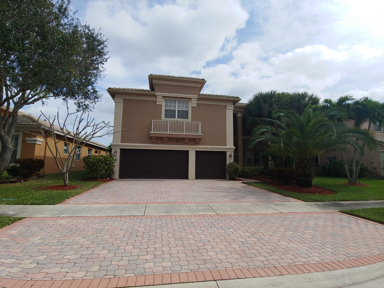 2307 Ridgewood Circle Royal Palm Beach, FL 33411