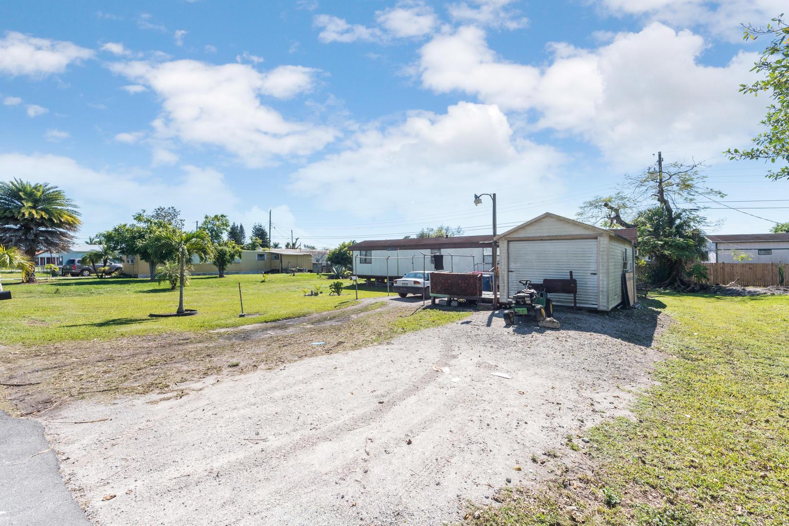 1716 NE Avenue J Belle Glade, FL 33430 photo 1