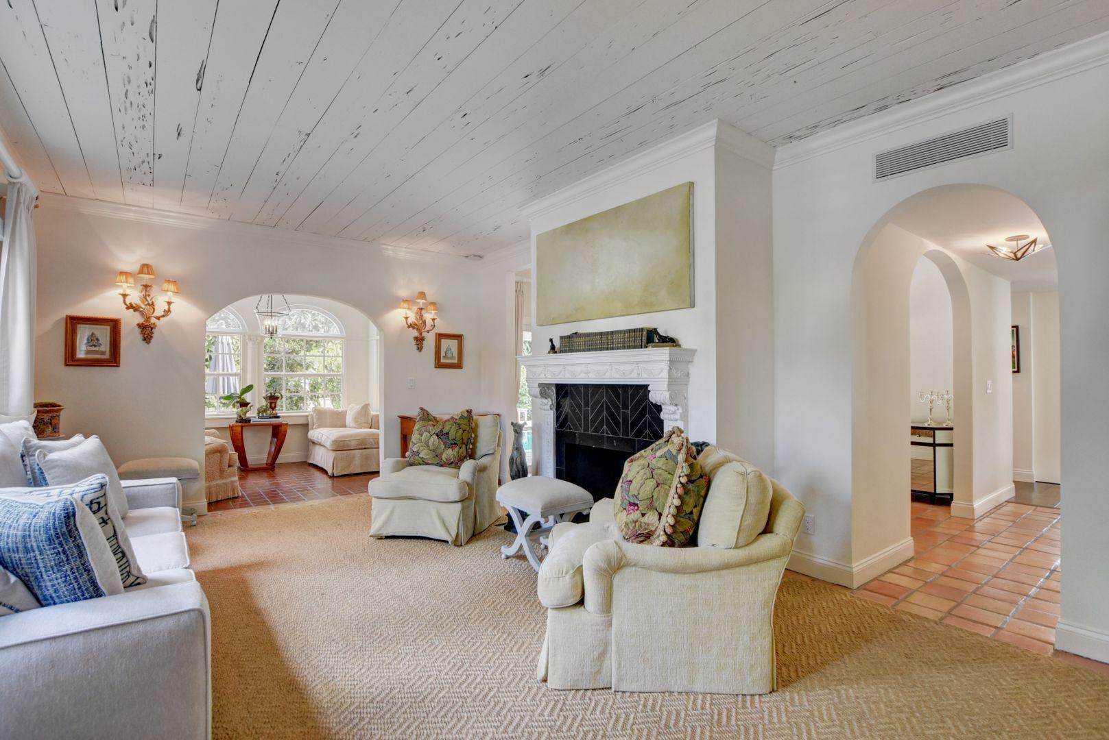 34_Living Room
