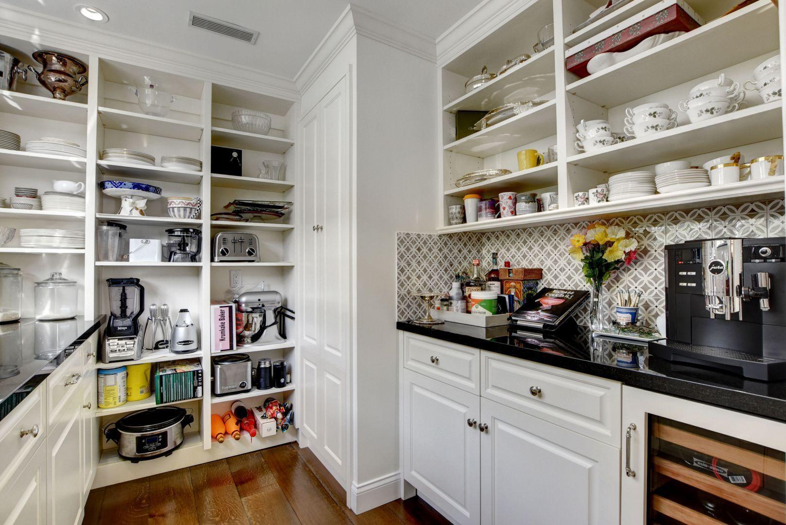 43_Butler's pantry