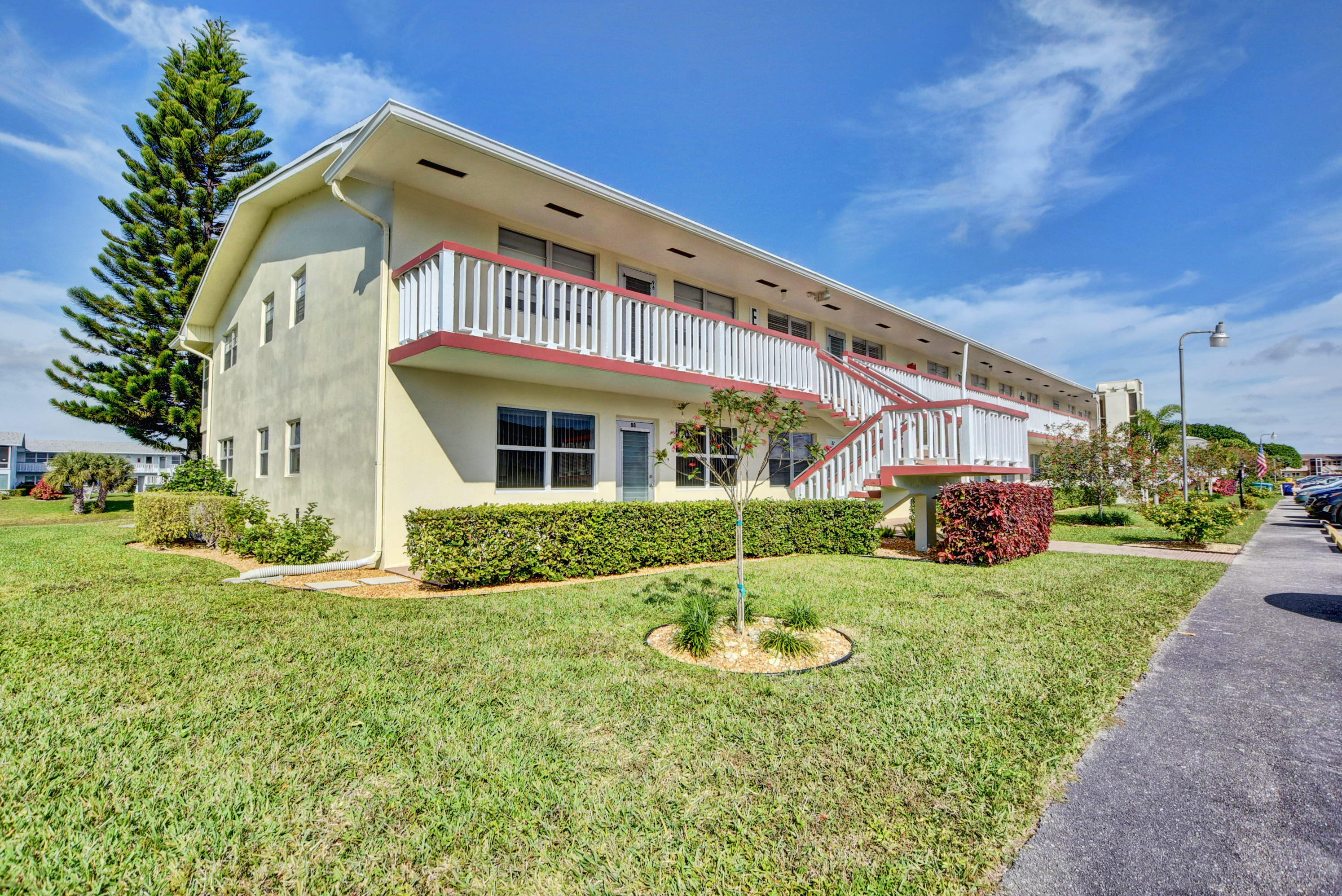 95 Somerset West Palm Beach, FL 33417