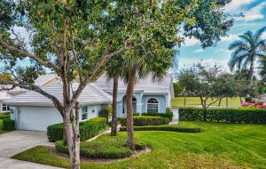 2402  Saratoga Bay Drive  For Sale 10598997, FL